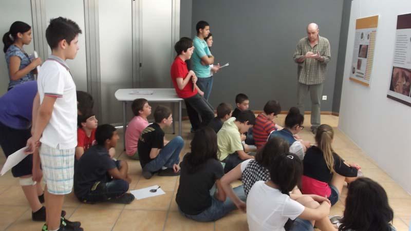 Escolares visitan un centro de interpretación de la cultura ibérica.