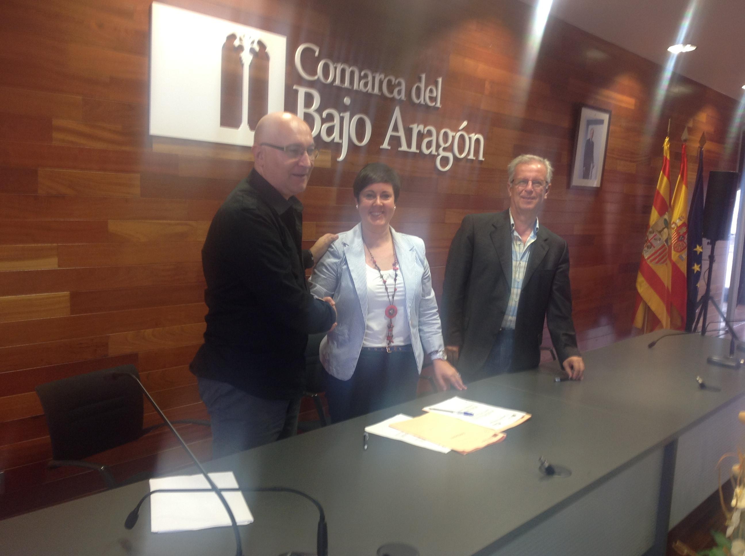 Firma del convenio entre la Comarca y el Grupo Leader Bajo Aragón-Matarraña.