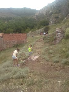 jovenes-sendero-campo-trabajo-montalban2